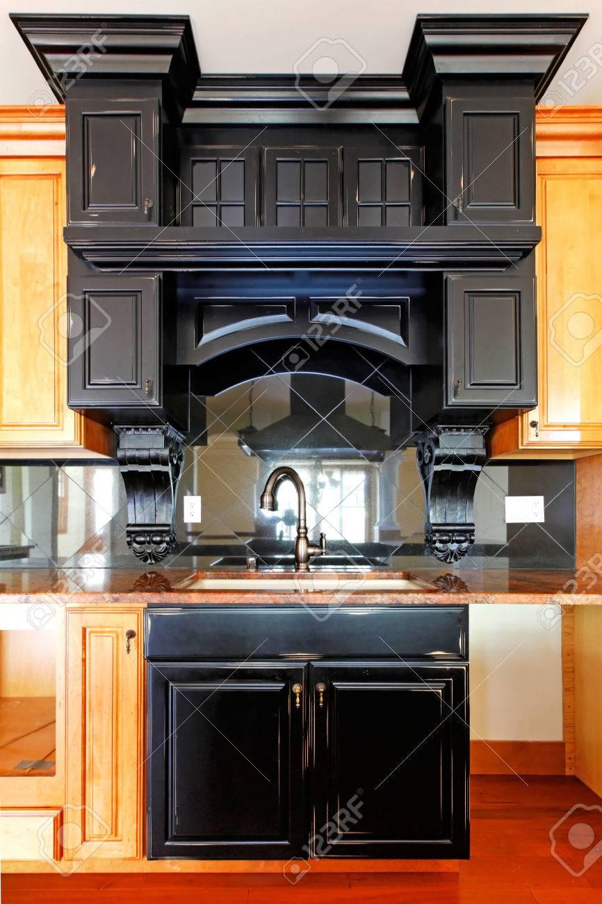 Kücheninsel Und Herd Benutzerdefinierte Holzschränke Neue Luxus-home ...
