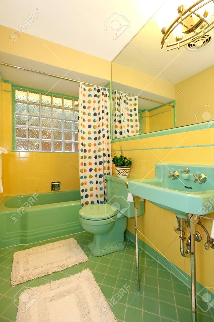 Rare Chaux Conception Vert Et Jaune Salle De Bains Antiques ...