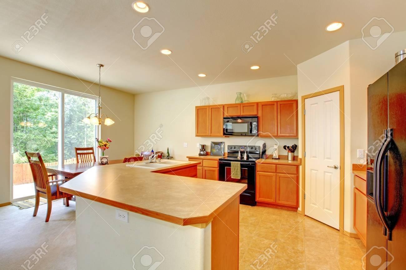 Wunderbar Schrank Arbeitsplatte Küchenboden Kombinationen Ideen ...