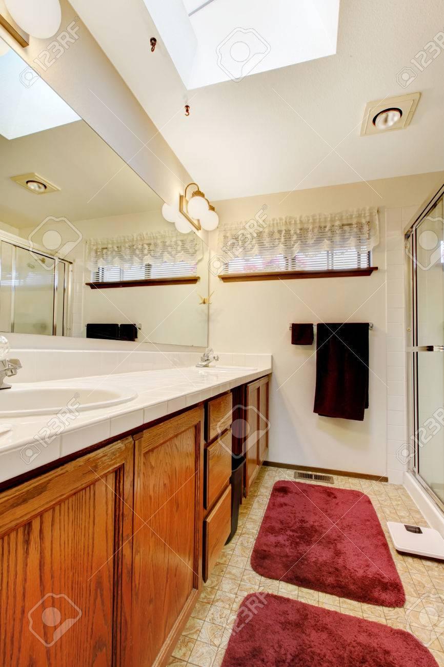 Lapeyre Salle De Bain Vasque ~ Tons Doux Salle De Bains Avec Puits De Lumi Re Au Plafond Et