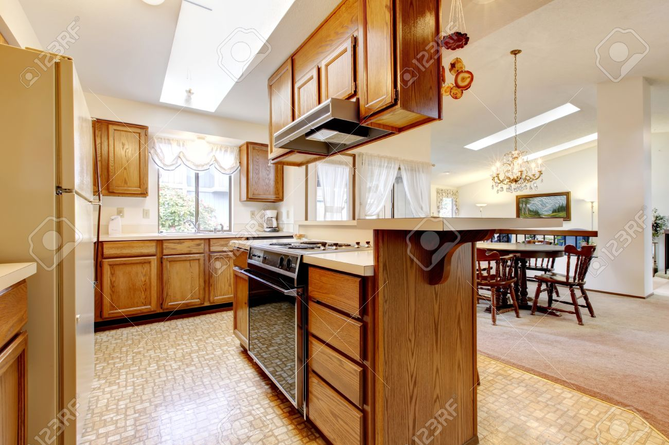 Kitchen With Vaulted Ceilings Bright Kitchen Room With Hight Vaulted Ceiling And Skylights