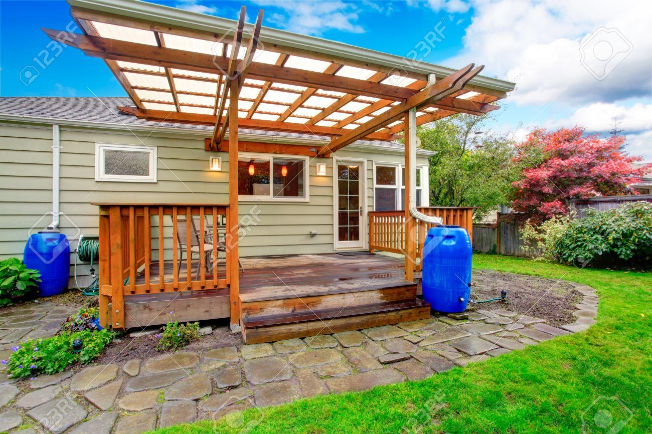 Kleines Haus Mit Garten Ausstand Deck Blick Auf Holzterrasse Mit