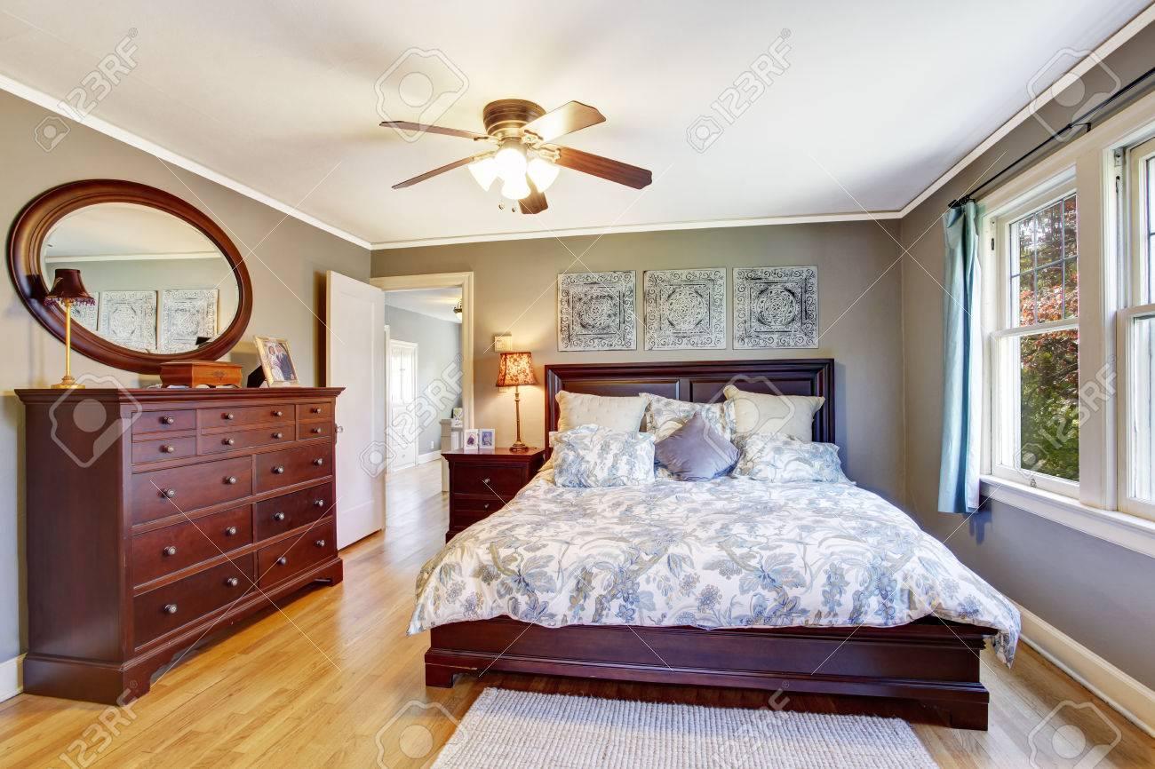 Camera Da Letto Grigio Chiaro : Interno camera da letto master in colore grigio chiaro vista di