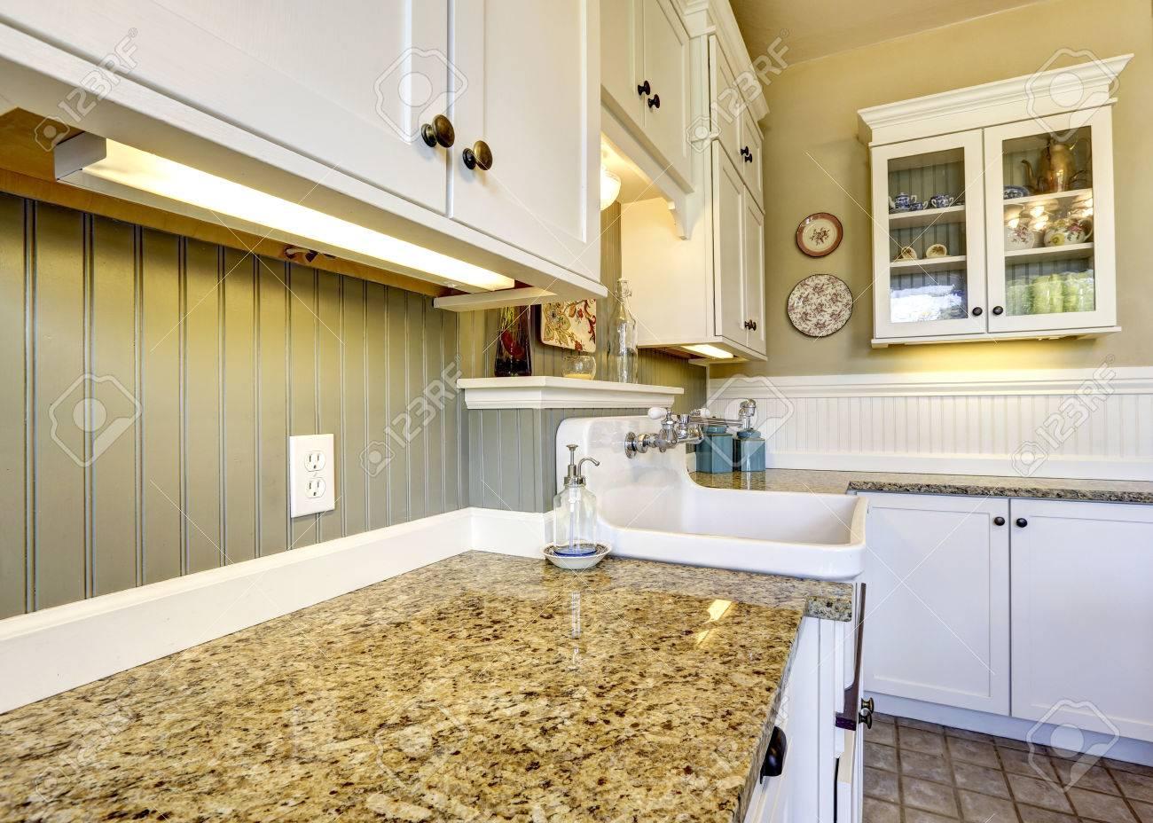 kitchen paneling backsplash