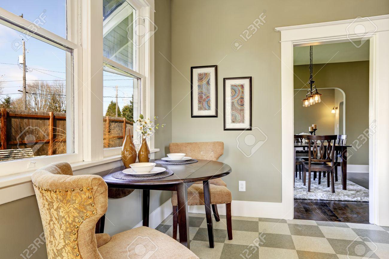 Sala Comedor Cocina Pequeños : Comedor pequeño en la sala de cocina vista de la mesa redonda se