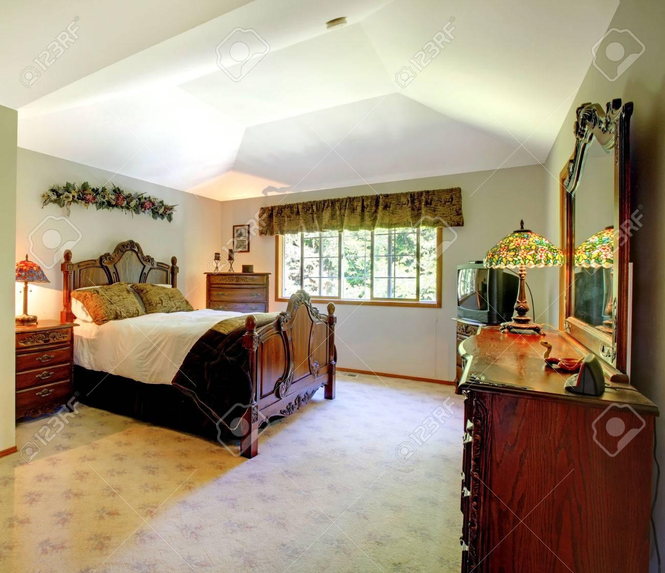 Grosse Grune Wande Traditionelle Amerikanische Schlafzimmer Lizenzfreie Fotos Bilder Und Stock Fotografie Image 30322270
