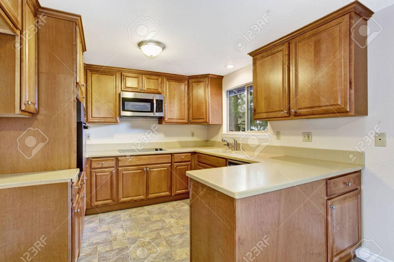 Helle Küche Interieur In Leeres Haus Mit Linoleum Und ...