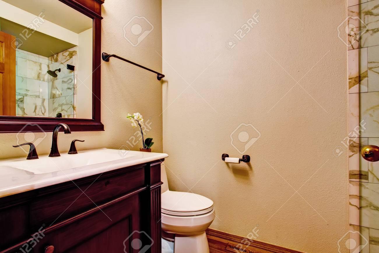 Witte Badkamer Wastafel : Bourgondië badkamer wastafelmeubel met witte wastafel en spiegel