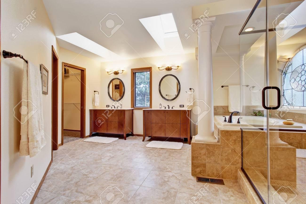 Lapeyre Salle De Bain Vasque ~ Salle De Bain De Luxe Lumineux Avec Puits De Lumi Re Vue De Deux
