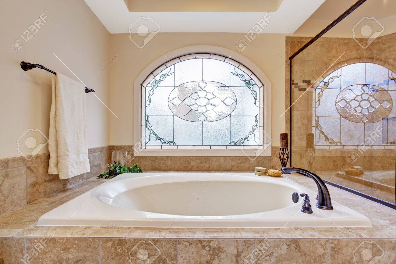 Beautiful Bath Tub With Tile Trim In Soft Ivory And Light Brown ...