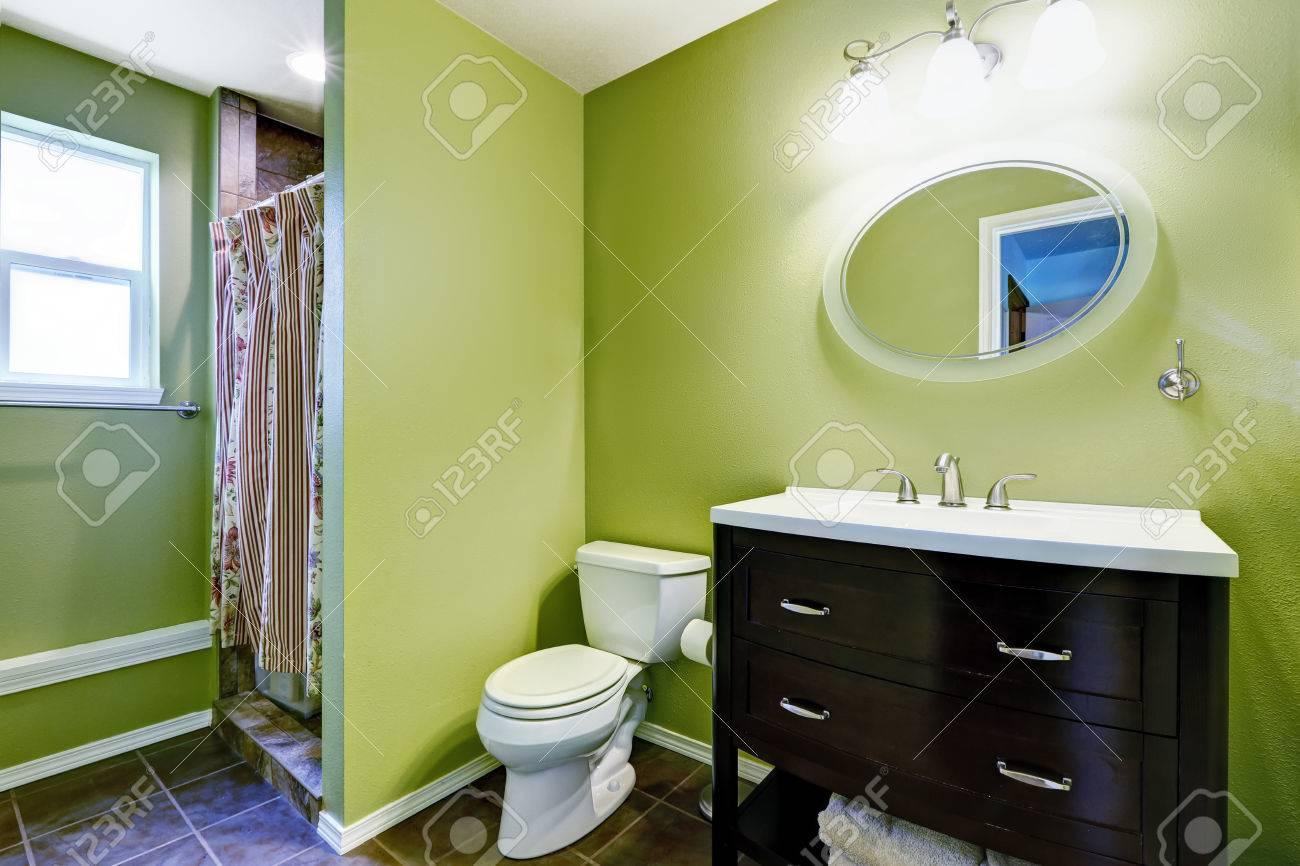 Salle de bain bambou zen: douche italienne carrelage gris. deco ...
