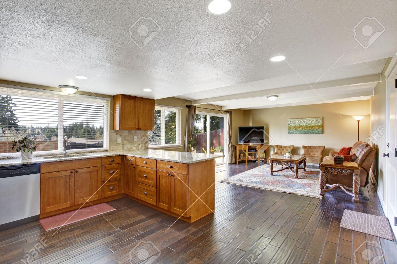 Interior De La Casa Abierta Con El Plano De Planta Vista De Muebles ...