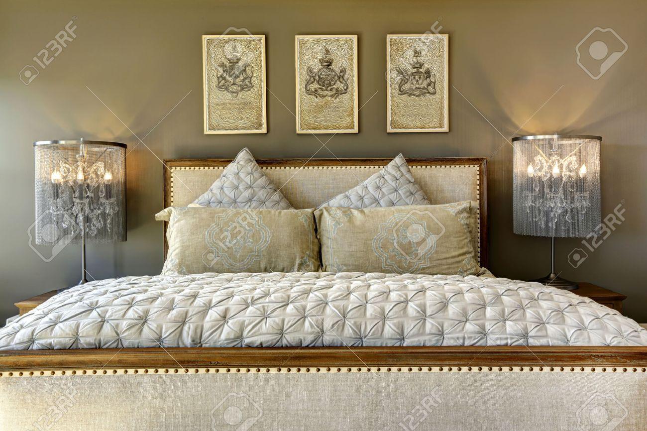 mobili di lusso camera da letto. intagliato letto in legno con ... - Cuscini Per Camera Da Letto
