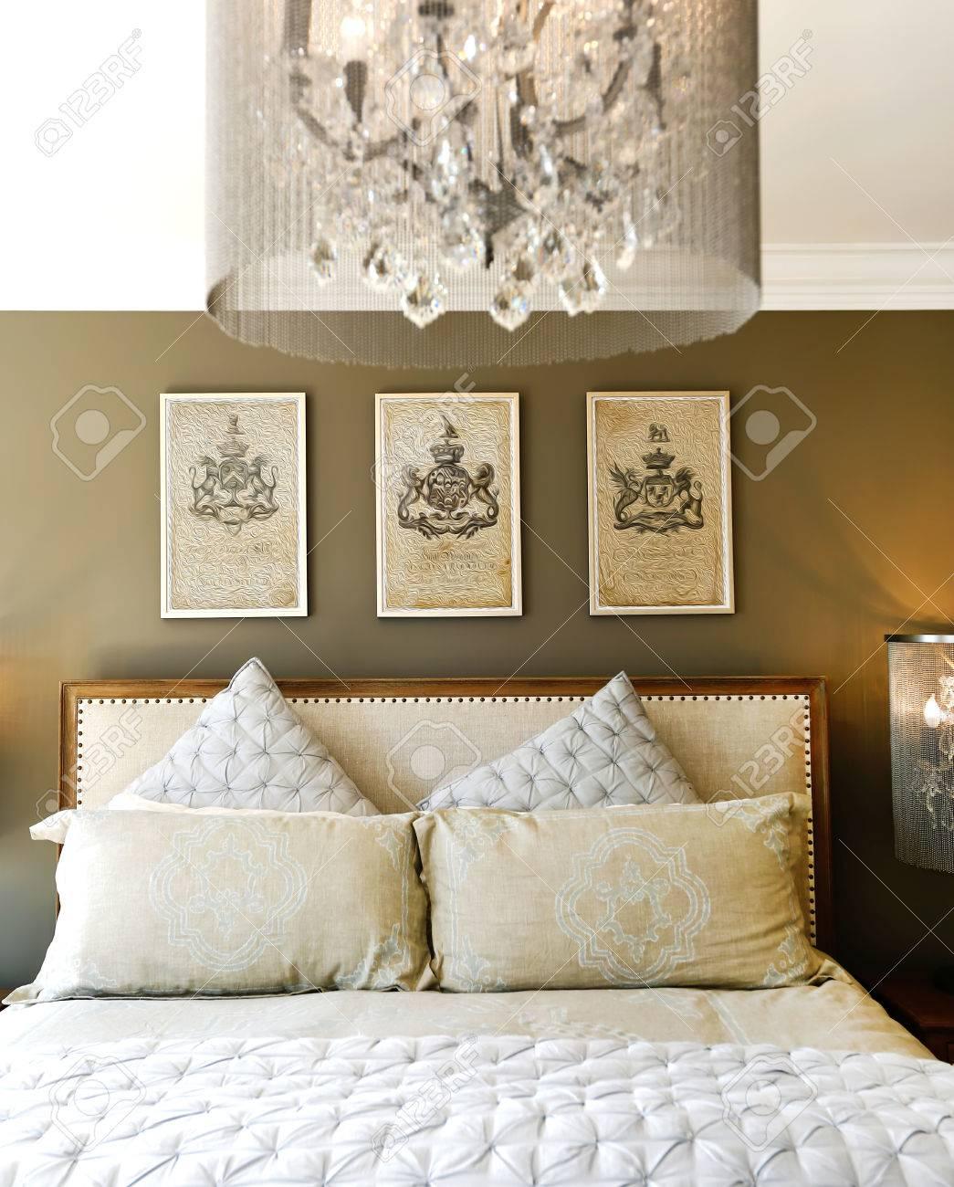 mobili di lusso camera da letto. intagliato letto in legno con ... - Cuscini Camera Da Letto