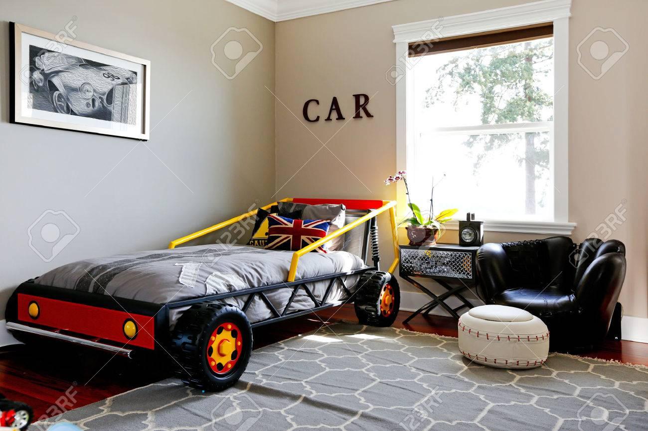 Jongen Kamer Interieur. Modern Design Met Een Auto Bed. Royalty ...