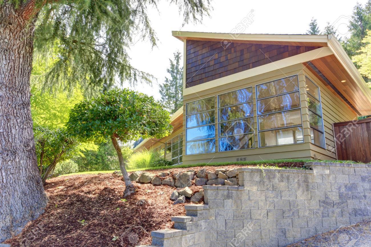 Mur De Verre Exterieur #15: Banque Du0027images - Maison Moderne Extérieur Avec Mur De Verre Et Revêtement  En Clins Garniture Vue De Paysage De La Cour Avant