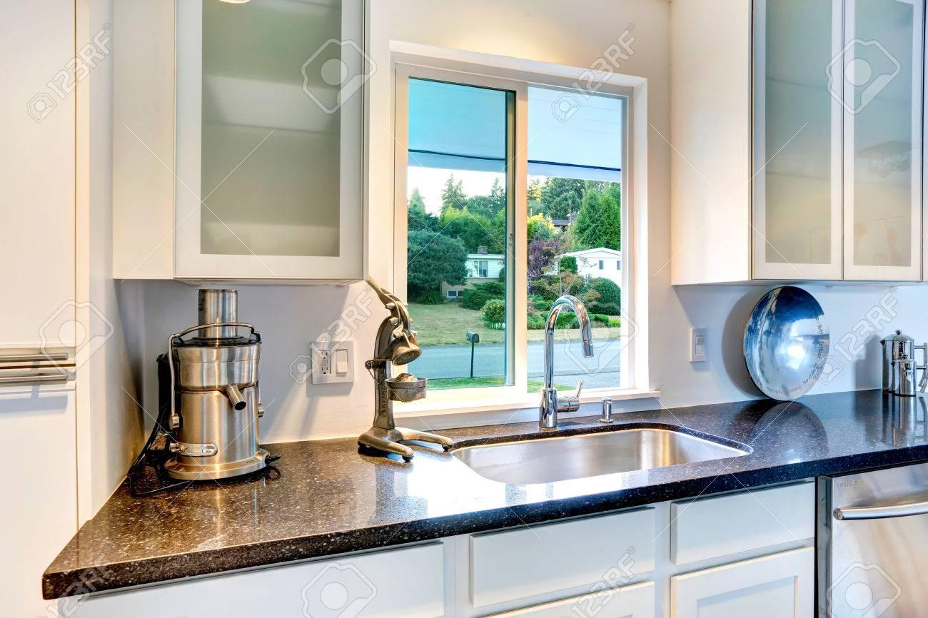 Astounding Küche Granitplatte Ideen Von Standard-bild - Weiß Küchenschrank Mit Ands Sinken.