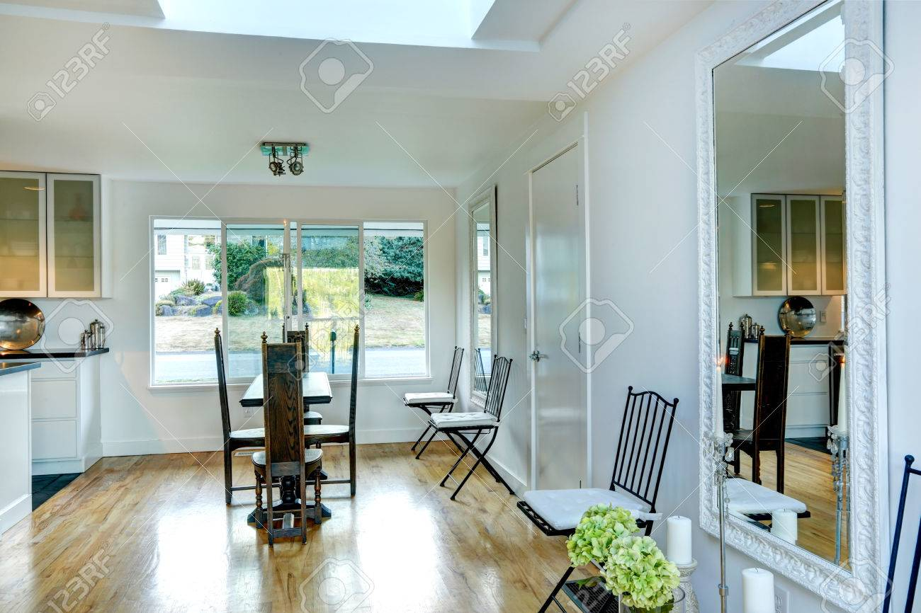 Super Bright White Dining Area With Elegant Wood Carved Table With Creativecarmelina Interior Chair Design Creativecarmelinacom