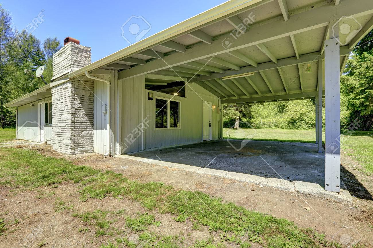 Simple House Exterior With Walkout Basement And Vaulted Roof Stock - Walk out basement house