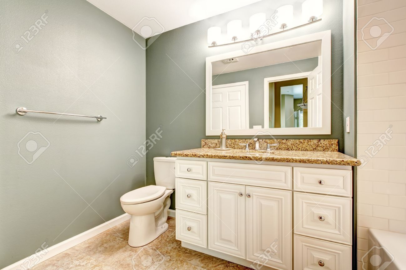 Blanc Salle De Bains Meuble-lavabo Avec Comptoir En Granit Et D'un ...