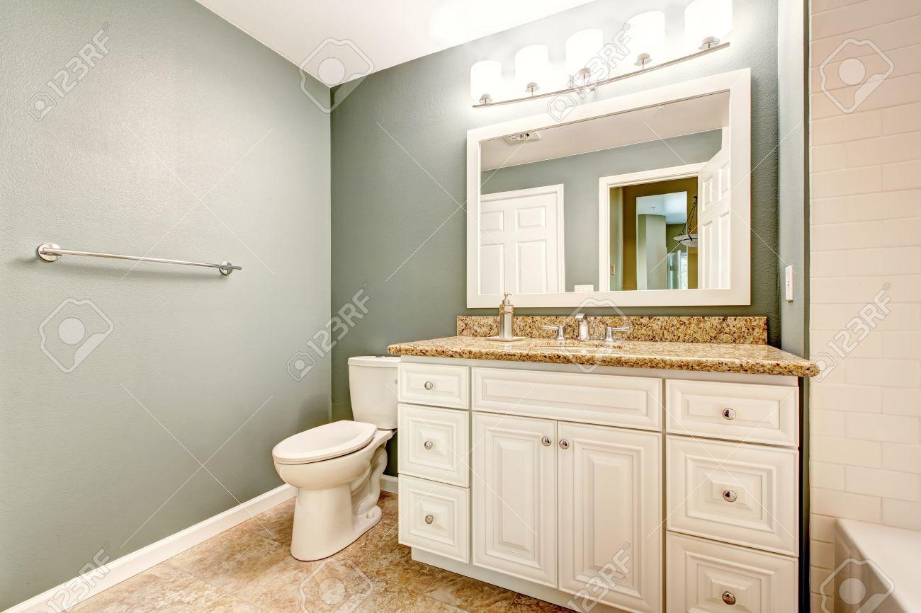 Pavimento Bianco Colore Pareti : Mobiletto del bagno vanità bianco con piano in granito e specchio