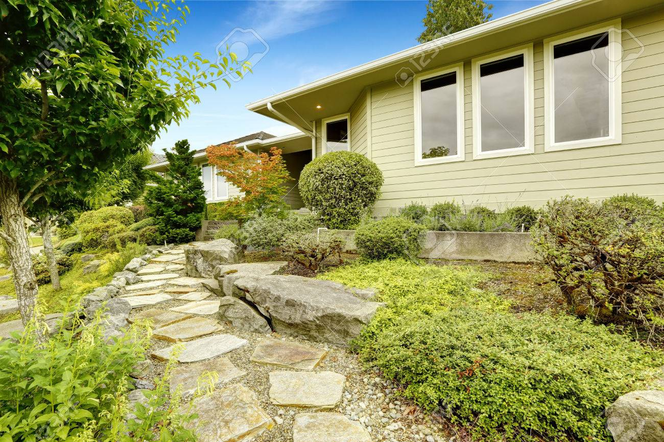 Ideas For Front Yard Landscape Design. Lawn With Stone Walkway ...