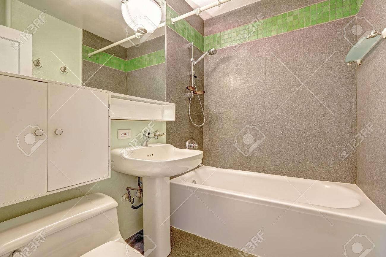Charmant Banque Du0027images   Blanc Bahtroom Intérieur Avec Mur Gris Et Carreaux De Faïence  Vert