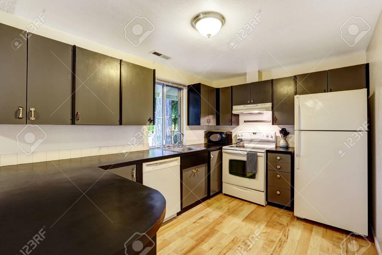 Küchenraum Im Gegensatz Weißen Und Schwarzen Farben. Schwarz ...
