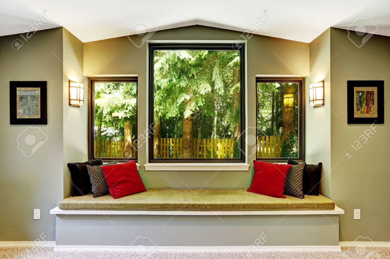 Wohnzimmer interieur mit komfort sitzecke am fenster bank mit