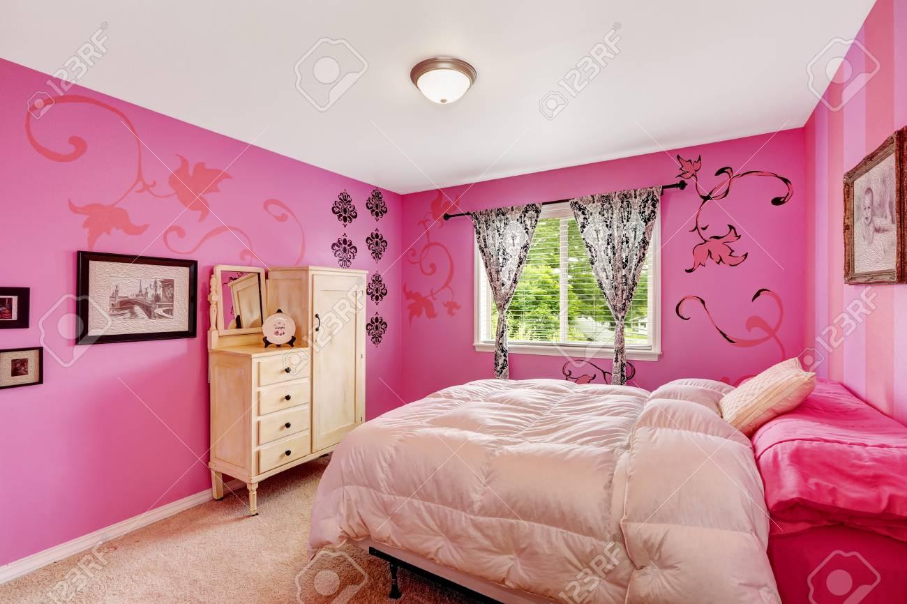 Madchen Schlafzimmer Interieur In Hellen Rosa Farbe Mit Bequemen