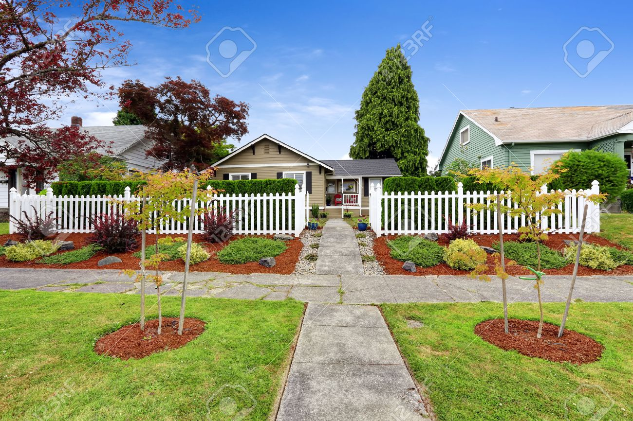 American House Exterior With Beautiful Front Yard Landscape Design ...
