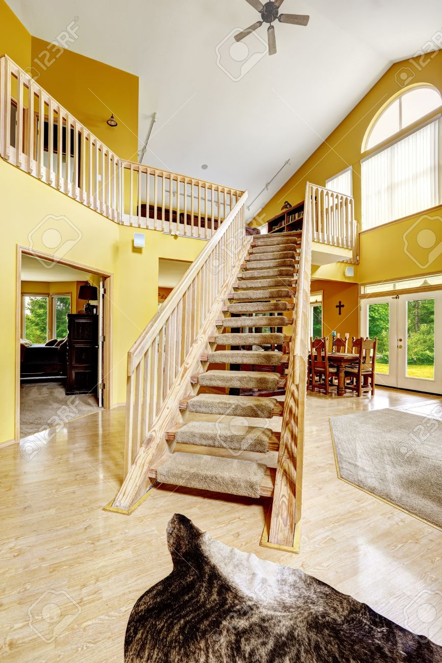 Beautiful Luxury House With High Vaulted Ceiling And Loft With ...