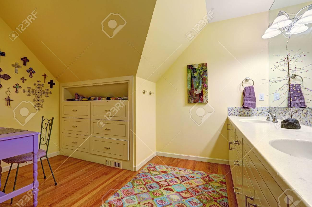 Kids Bad Innenraum Mit Gewolbedecke Bad Waschbeckenunterschrank Mit