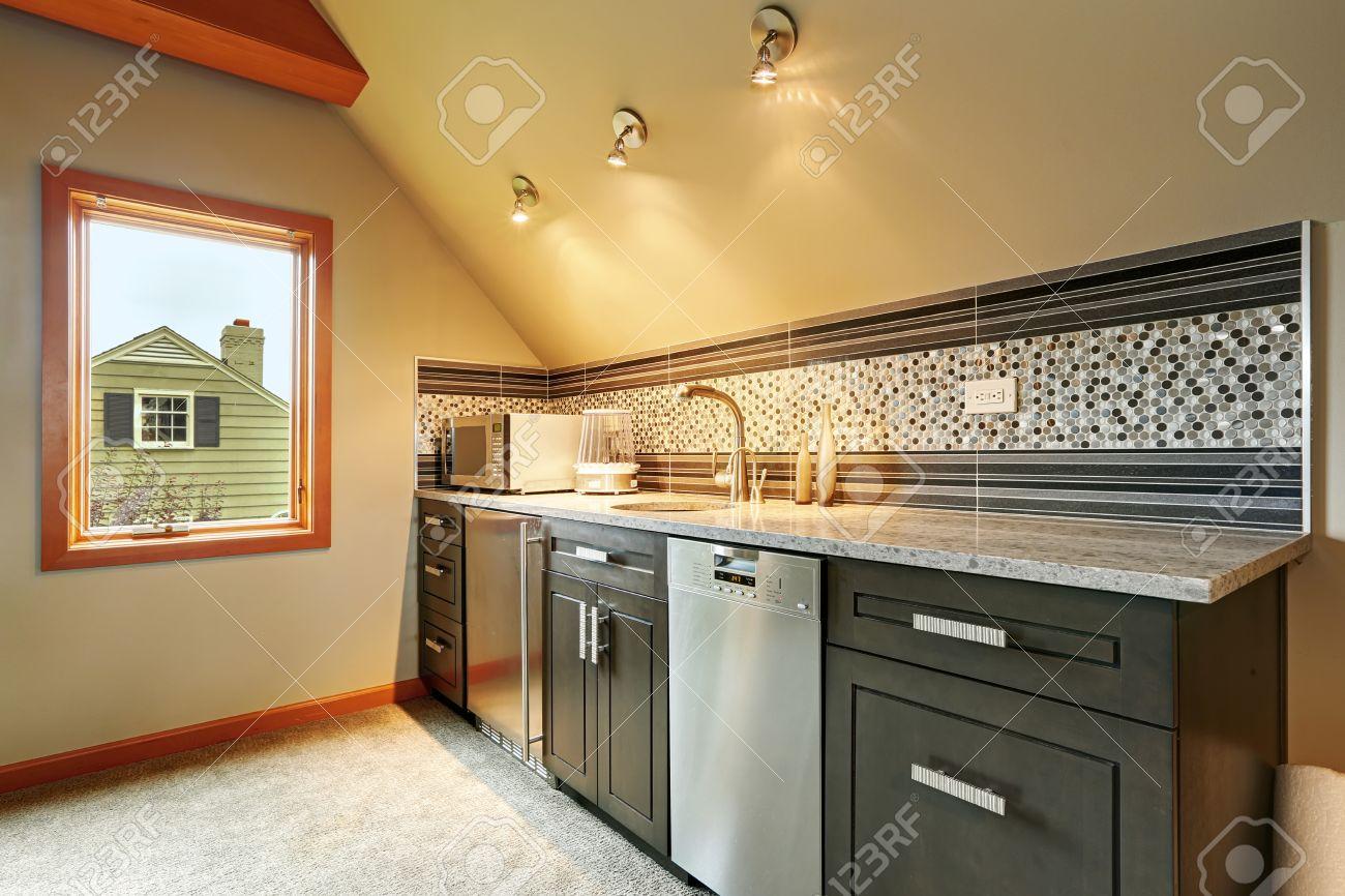 Dark Green Kitchen Cabinets With Back Splash Trim Steel Appliances