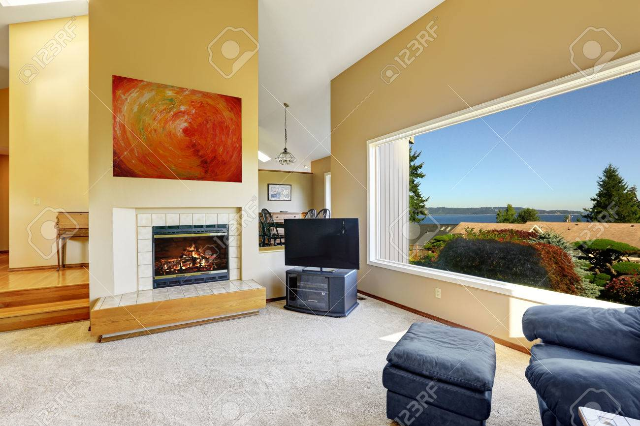 Luxury Living Room Luxury Living Room With High Vaulted Ceiling And Large Window