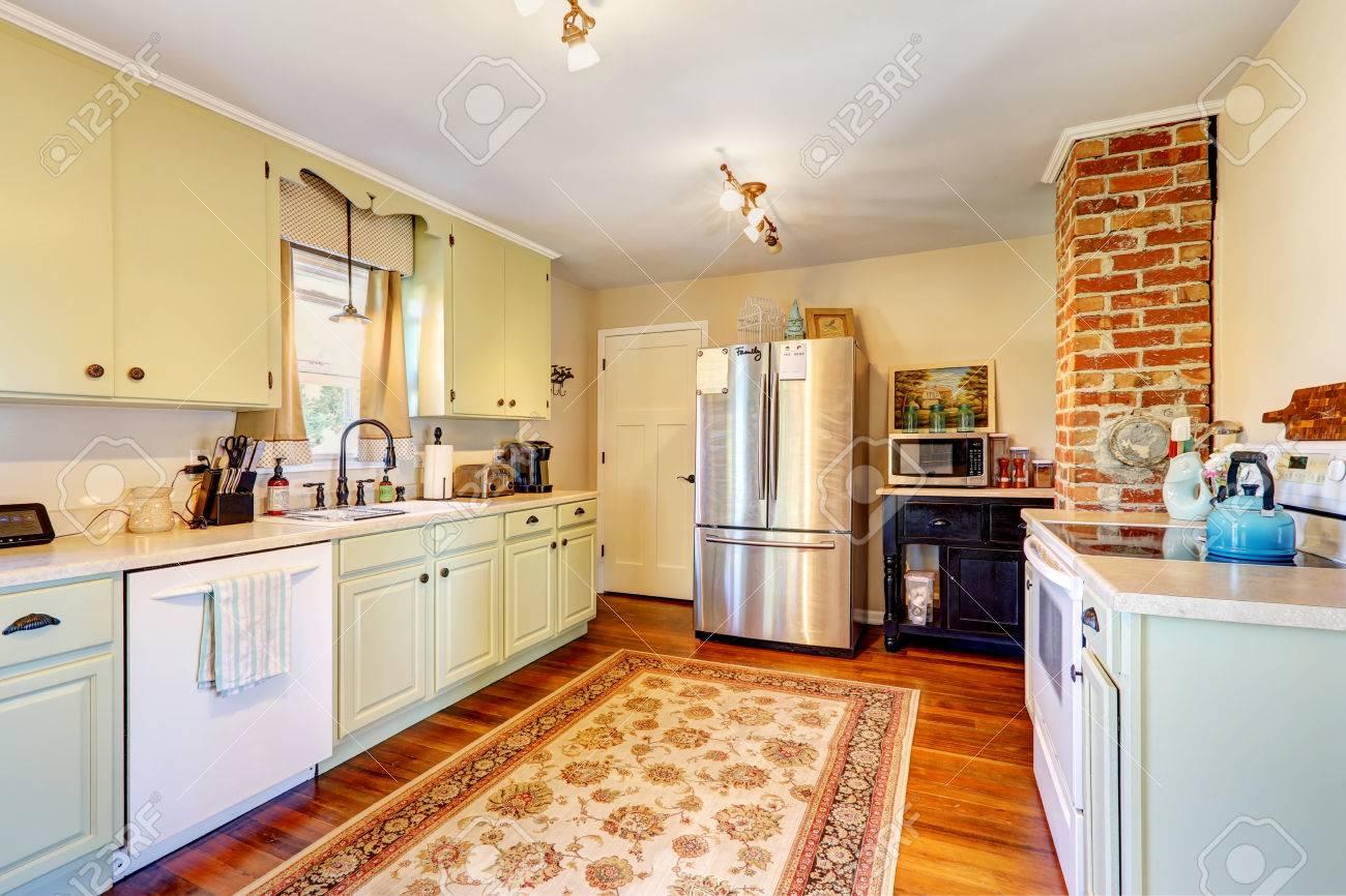 Kuche Zimmereinrichtung Im Alten Haus Mit Backstein Und Licht Mint