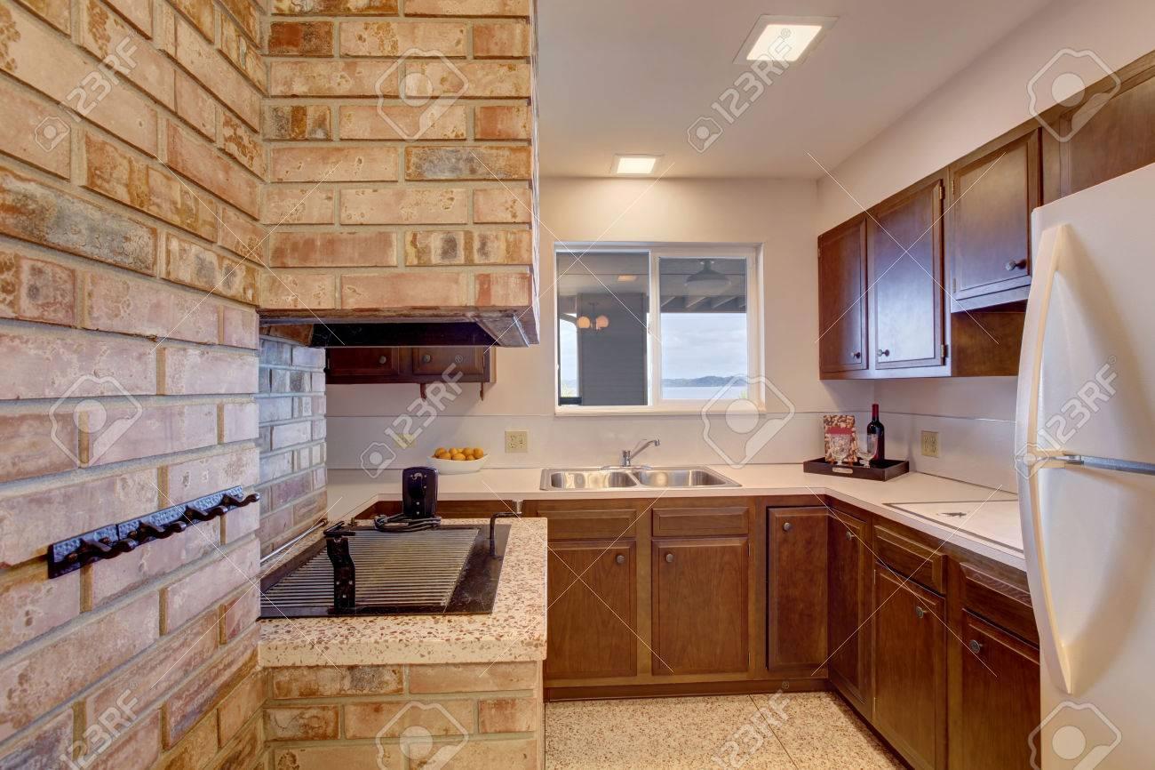 Keller küche zimmer mit kamin und kaminofen im eingebaut ...