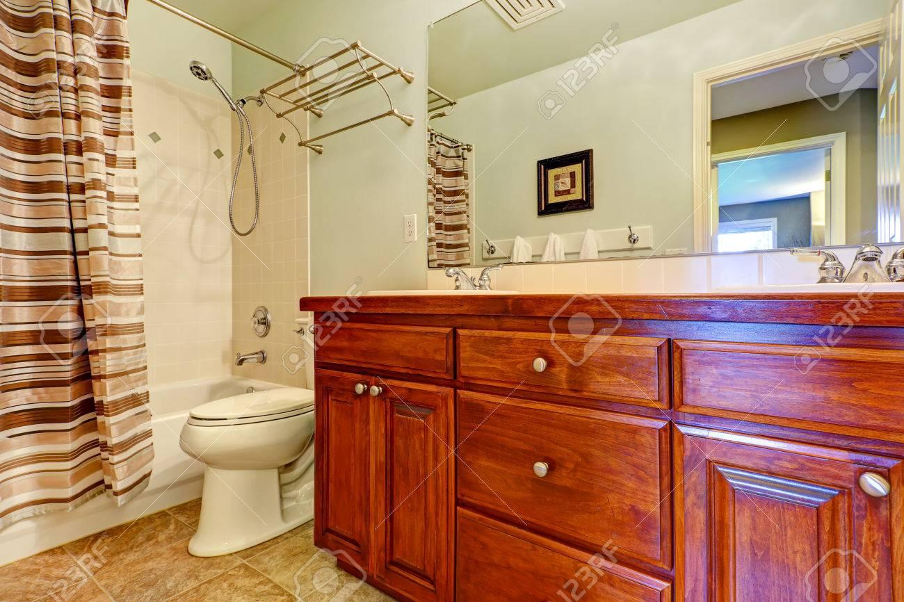 Armadietto di vanità bagno con cassetti e due lavandini vasca di