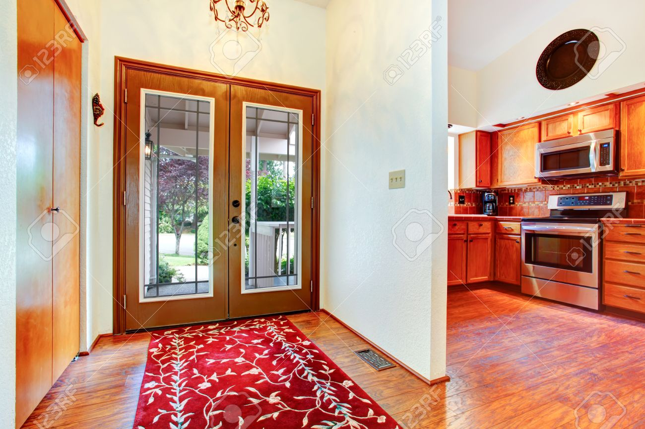 Hausinnenraum Eingangshalle Mit Glastür Parkett Und Hellen Roten