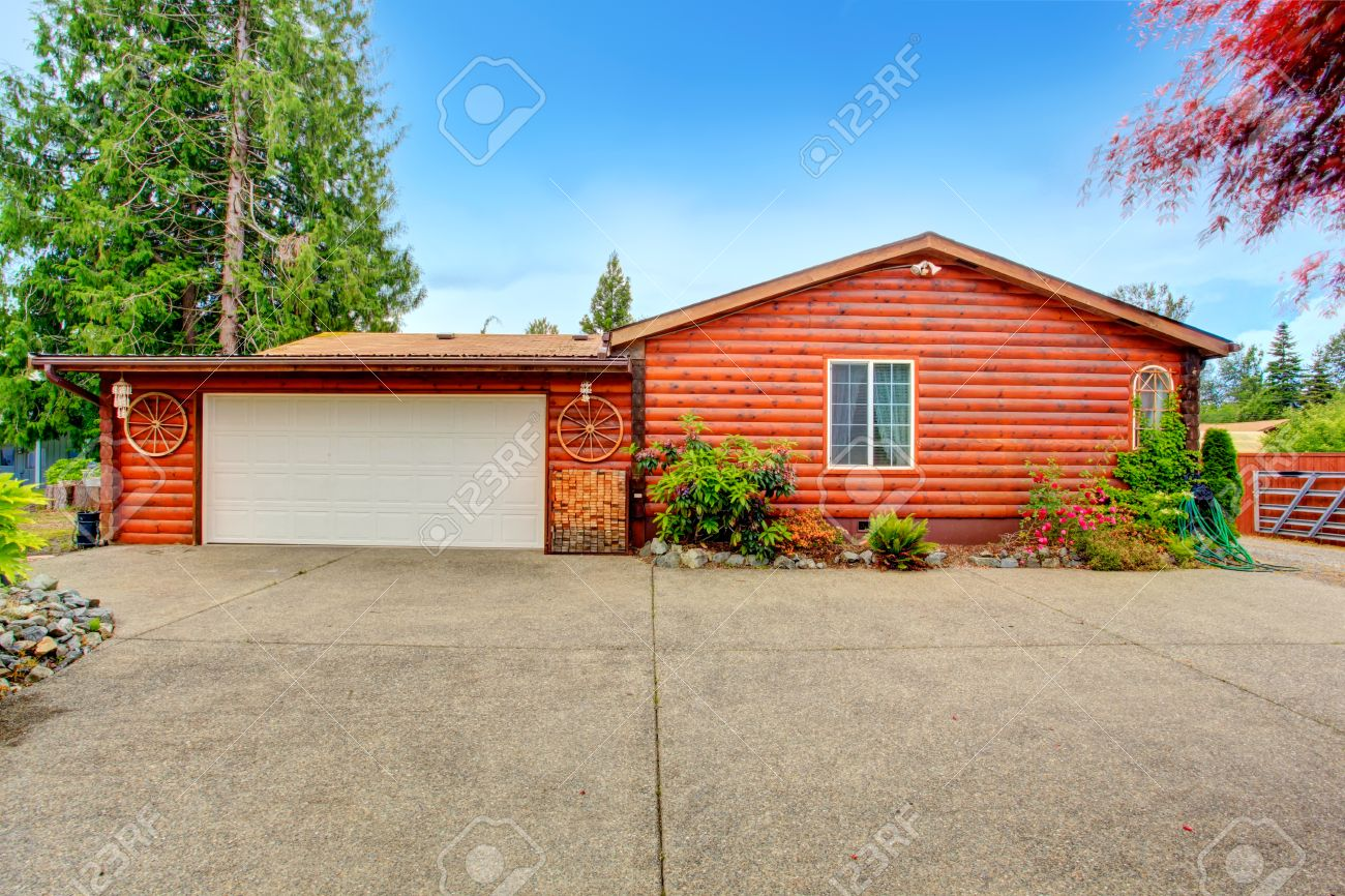 log cabin style house exterior with garage house decorated with log cabin style house exterior with garage house decorated with wooden wheels backyard veiw