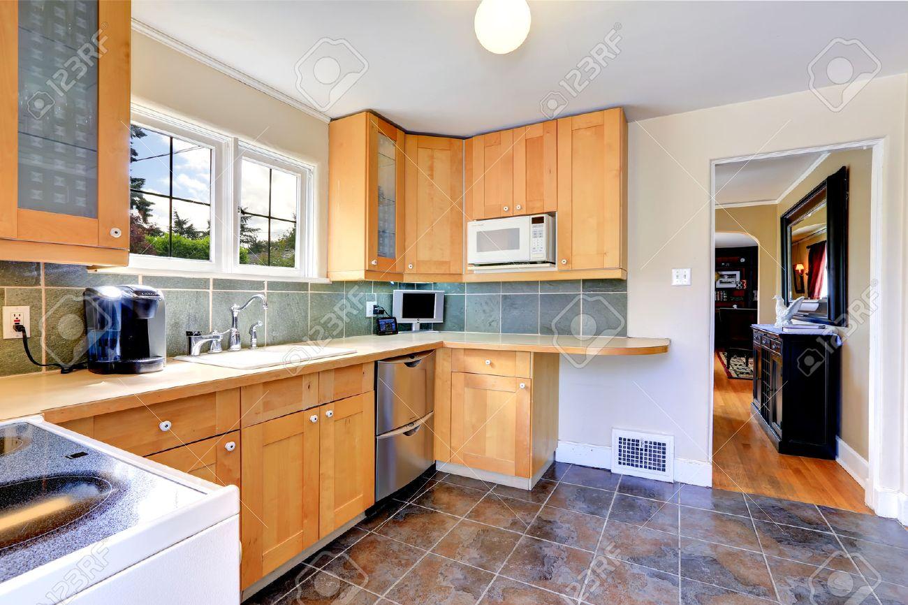 Modernes Licht-Ton Küchenschränke Mit Stahl Geschirrspüler. Küche ...