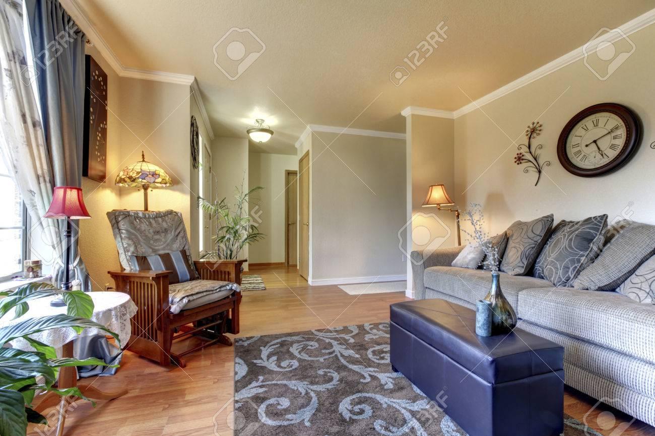 Gemutliches Wohnzimmer Design Mit Schonen Dekor Grosse Beige Sofa