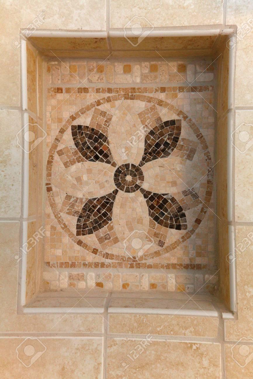 Pierre Naturelle Salle De Bain carrelage beige en pierre naturelle mosaïque avec étagère dans salle de  bain.