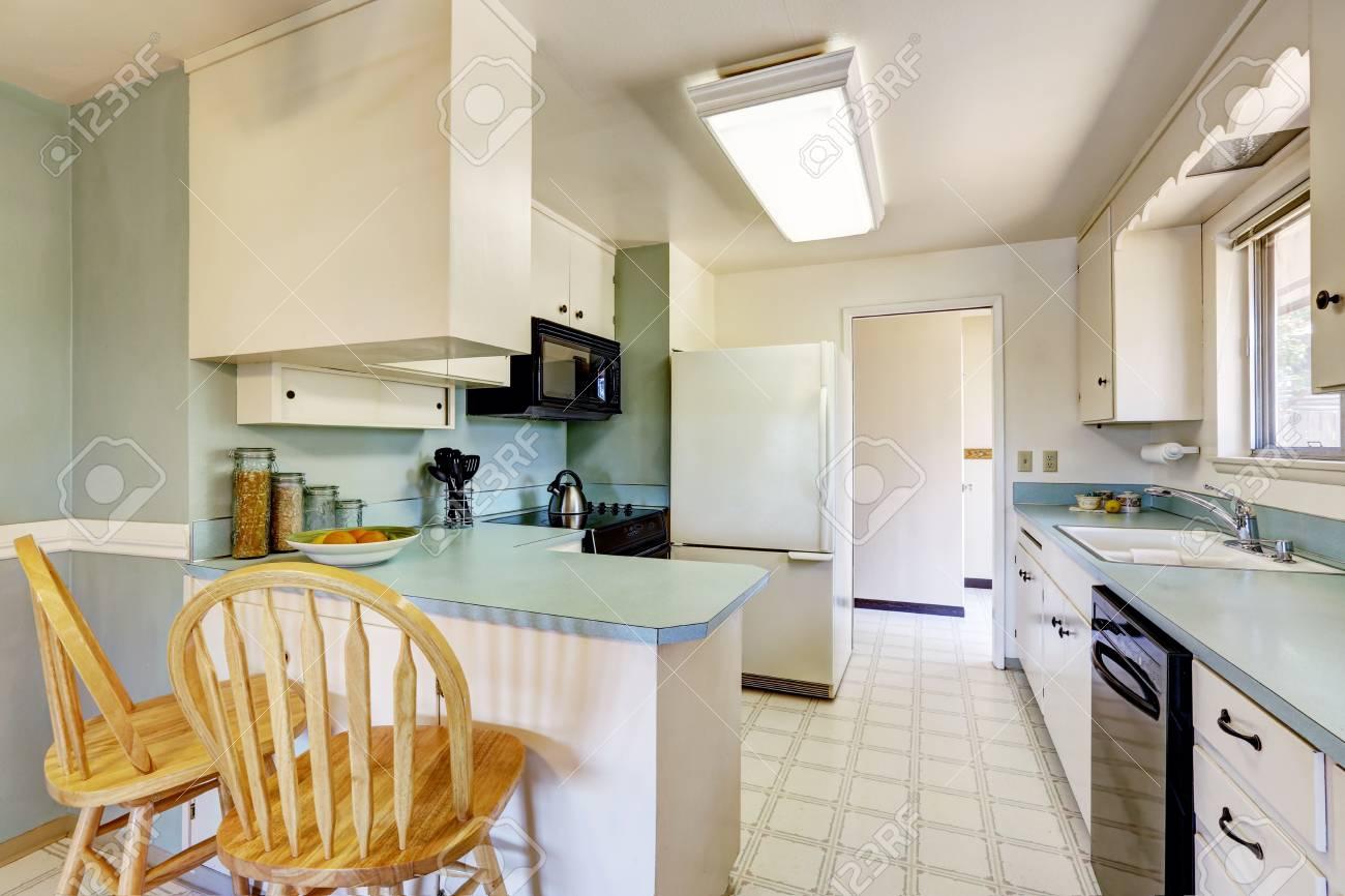 Blanc Vide Simple Vieille Cuisine Intérieur Dans La Maison ...