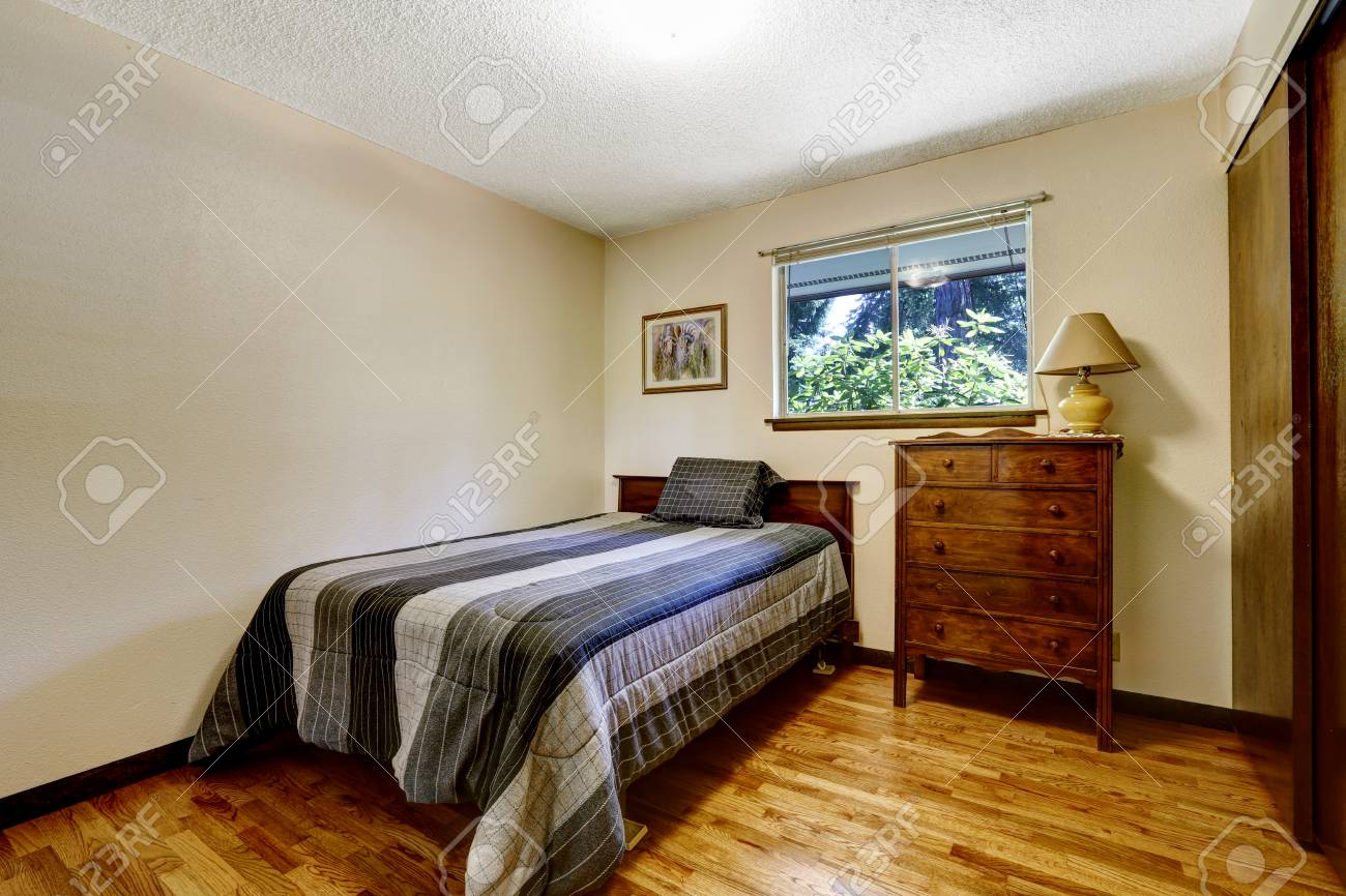 American Bedroom | Simple American Bedroom With Hardwood Floor And Wooden Furniture
