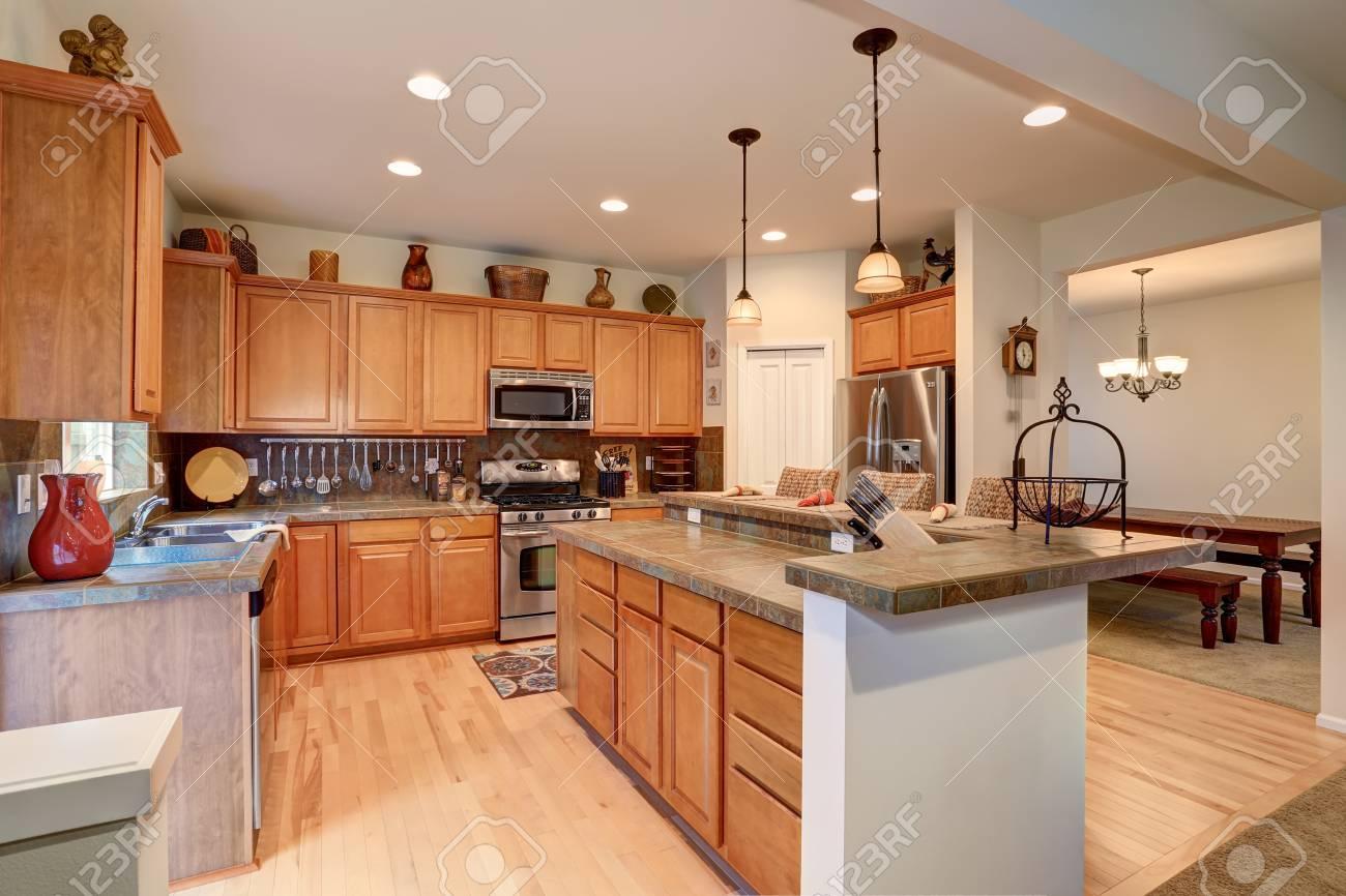 Vista De La Sala De Cocina Con Combinacion De Luces De - Luces-cocina