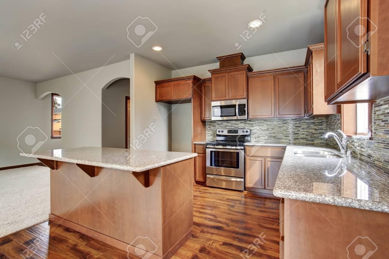 Küchenraum Interieur Mit Braun-Schränke, Kücheninsel, Granit. Mit ...