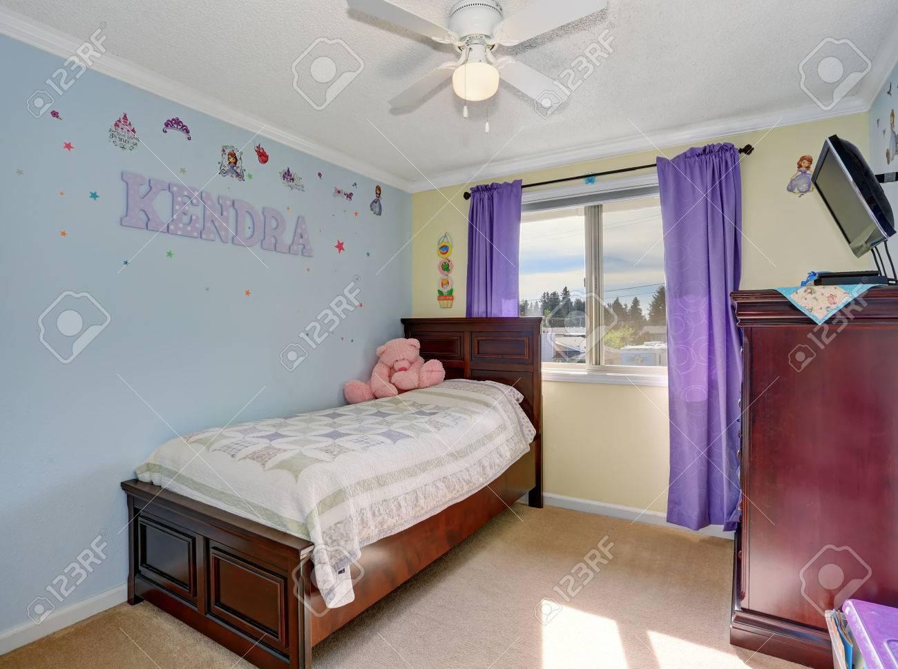 Schöne Kinder Zimmer In Pastell Blauen Und Gelben Farben Mit
