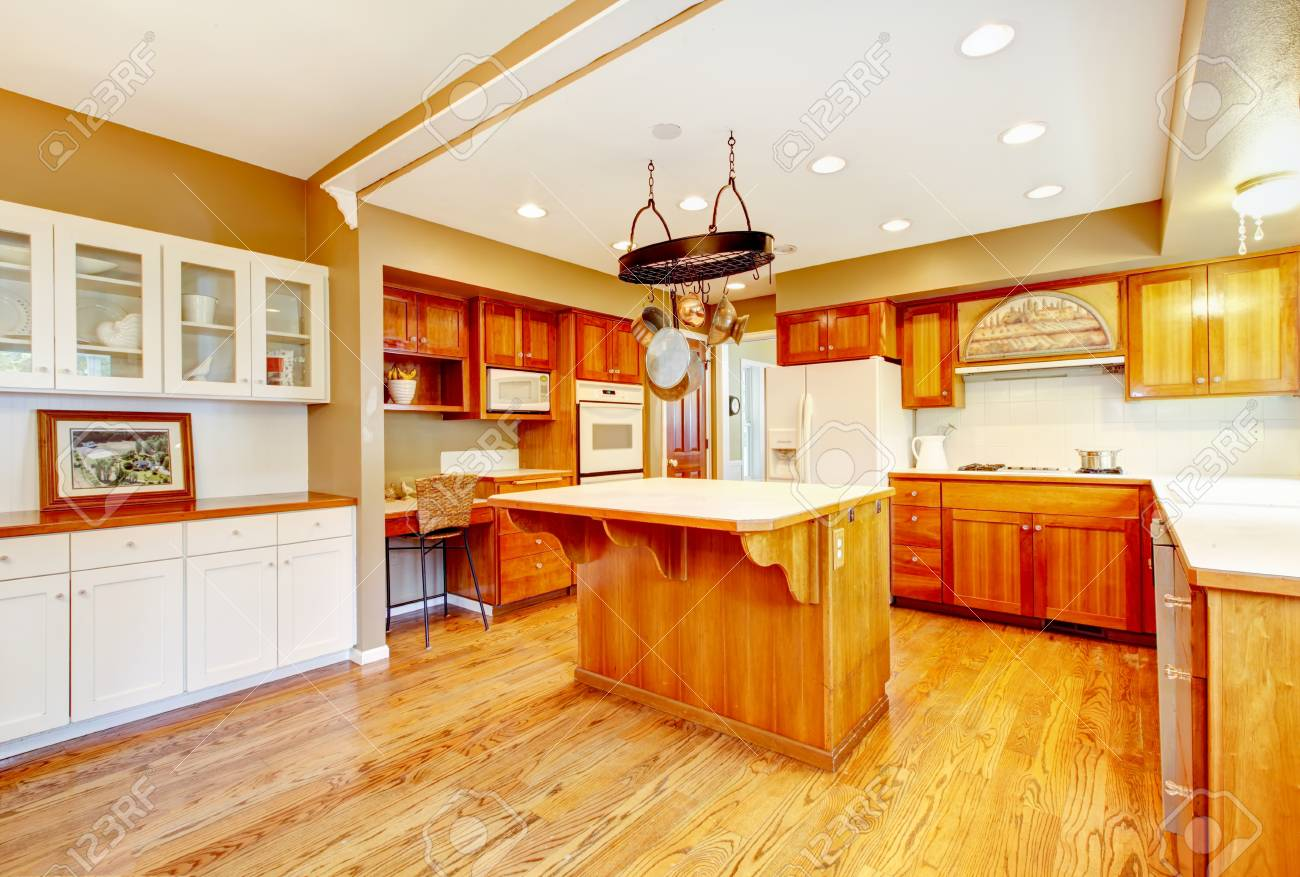 Land American Bauernhaus Küche Interieur. Großes Zimmer Mit ...