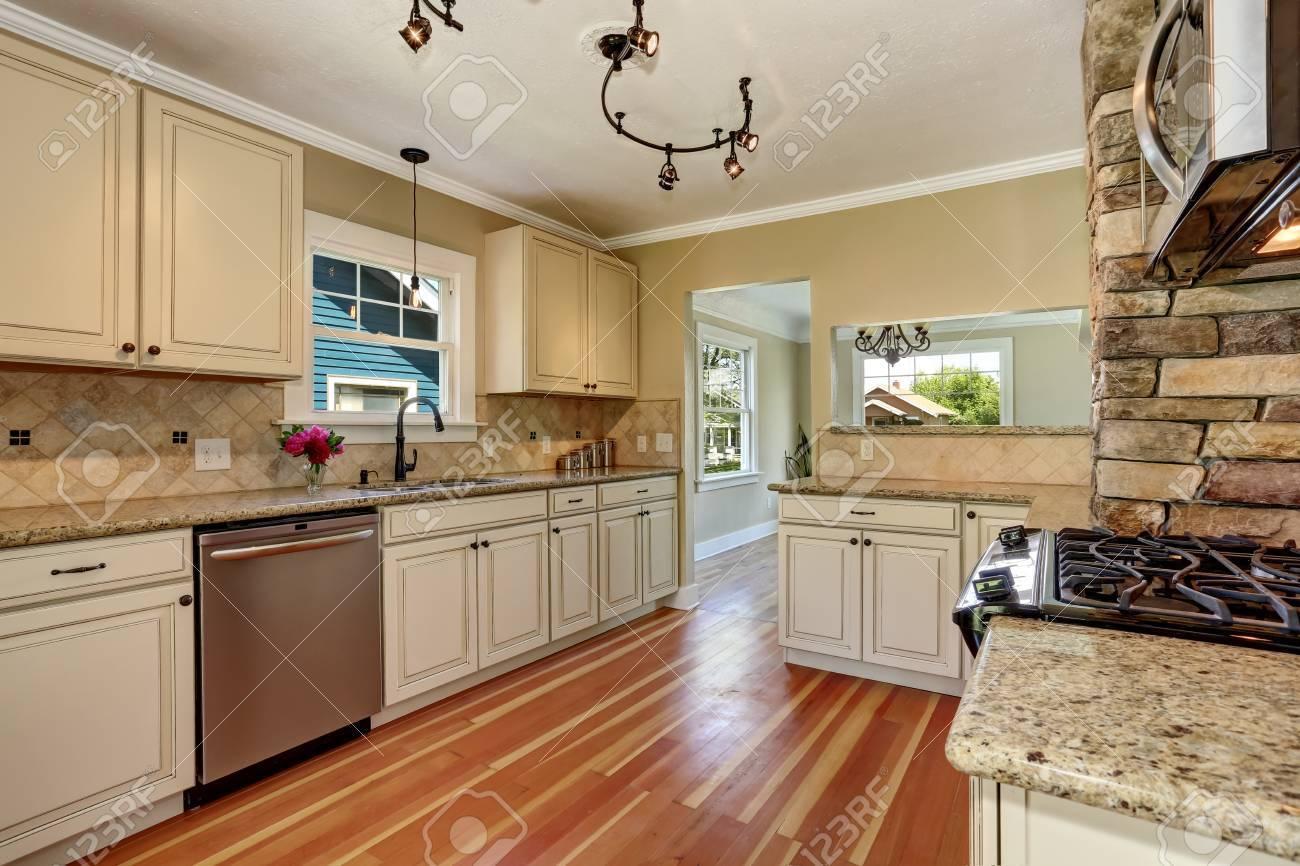 Nett Küchenfarben Mit Weißen Schränken Und Edelstahl Geräte .
